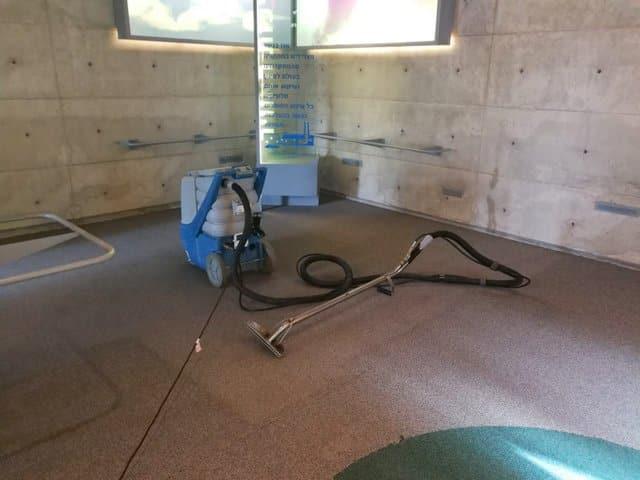 4ניקוי ריפודים ושטיחים