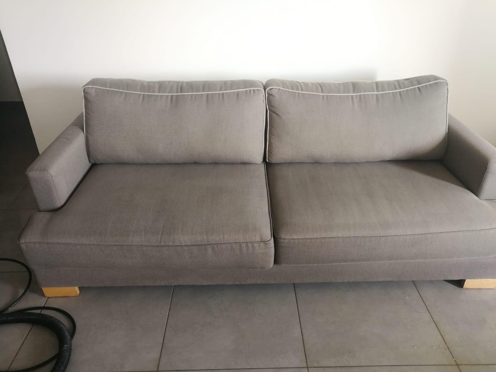 ניקוי ספה עם כתמים קשים במודיעין